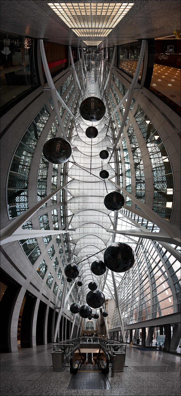 bce-place_panorama_black-balls_01